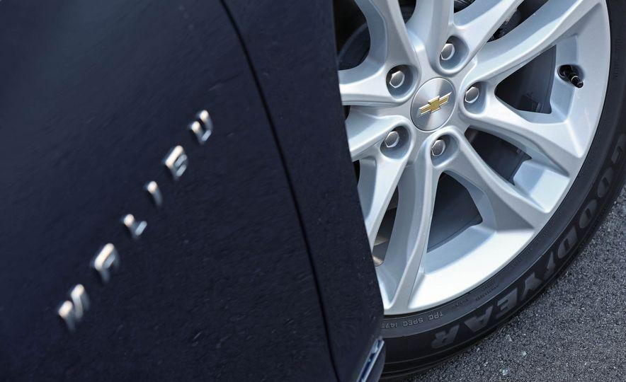 2017 Chevrolet Malibu LT - Slide 32