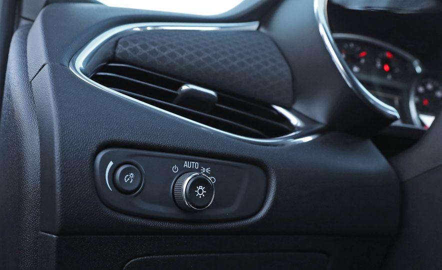 2017 Chevrolet Malibu LT - Slide 45