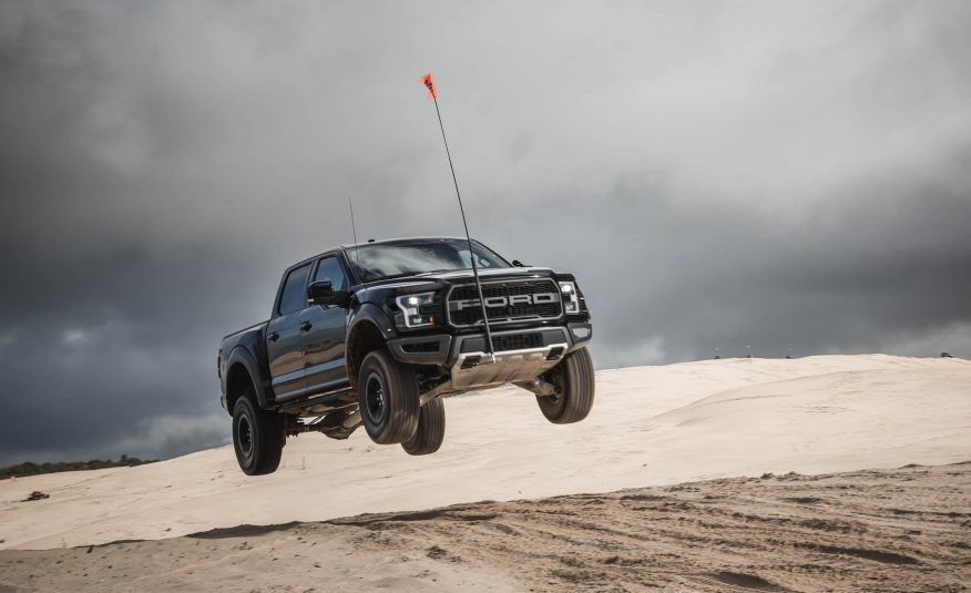 Sweet Jumps: Here Are a Bunch of Pictures of Cars Flying through the Air - Slide 12