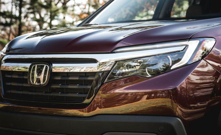 2017 Honda Ridgeline RTL-E AWD - Slide 5