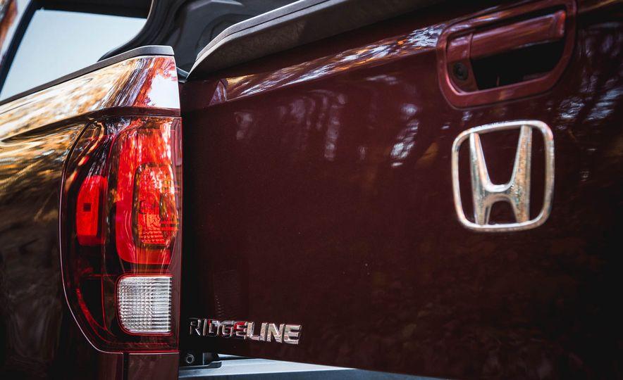2017 Honda Ridgeline RTL-E AWD - Slide 7