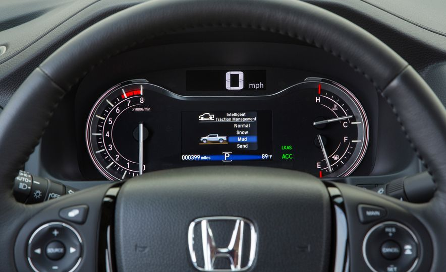 2017 Honda Ridgeline RTL-E AWD - Slide 31