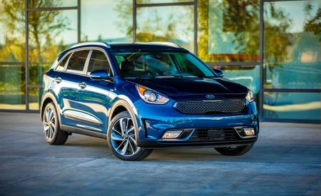 Matricide? Kia Niro Priced at Less Than $24,000, Undercutting Prius by $1765