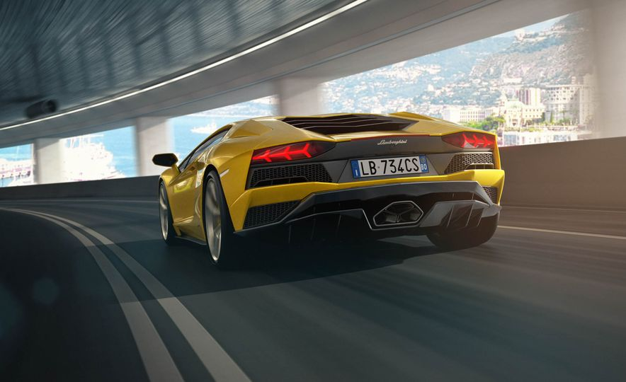2017 Lamborghini Aventador S coupe - Slide 15
