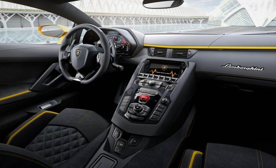 2017 Lamborghini Aventador S coupe - Slide 22