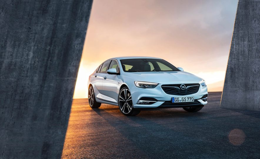 Opel Insignia Grand Sport (Euro-spec) - Slide 12