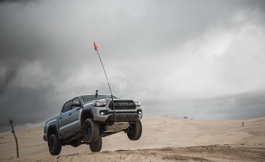 Sweet Jumps: Here Are a Bunch of Pictures of Cars Flying through the Air - Slide 11