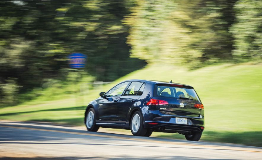 2017 Volkswagen Golf 1.8T TSI - Slide 4