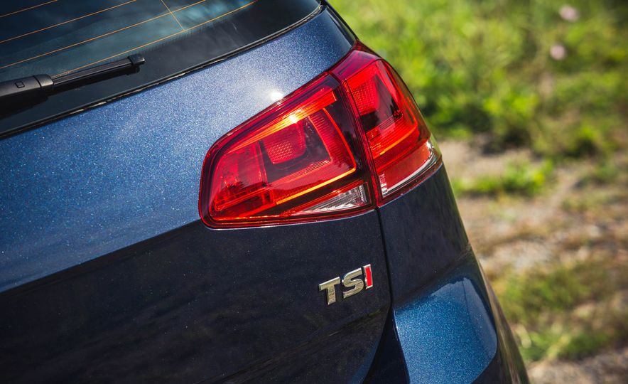 2017 Volkswagen Golf 1.8T TSI - Slide 17