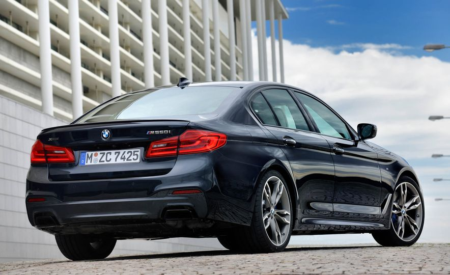 2018 BMW M550i xDrive - Slide 16