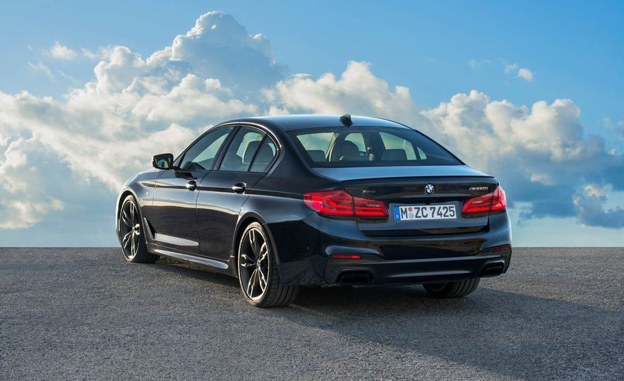 2018 BMW M550i xDrive - Slide 19