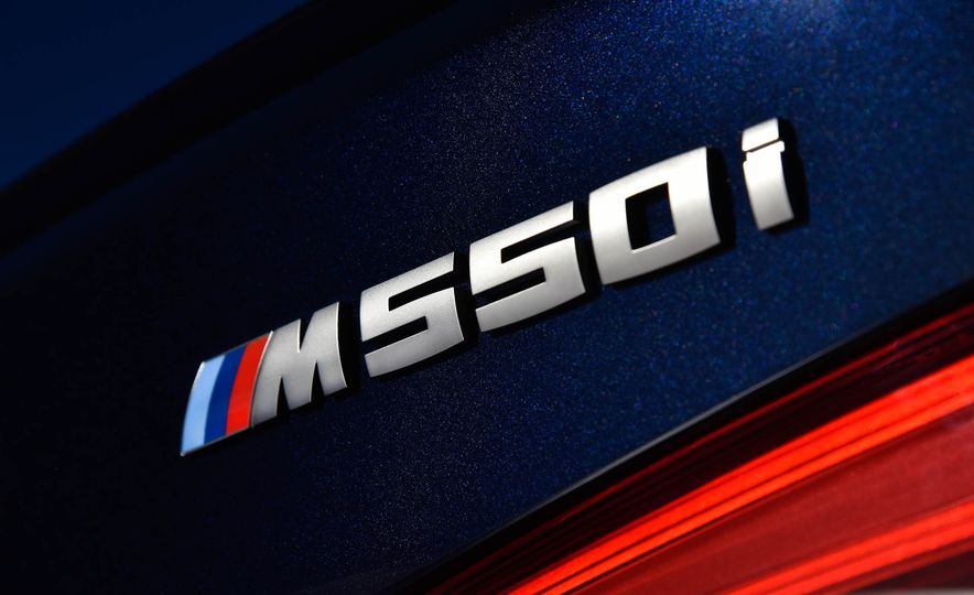 2018 BMW M550i xDrive - Slide 24