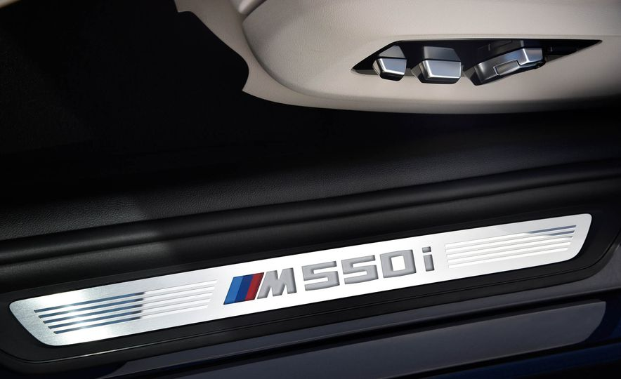2018 BMW M550i xDrive - Slide 26