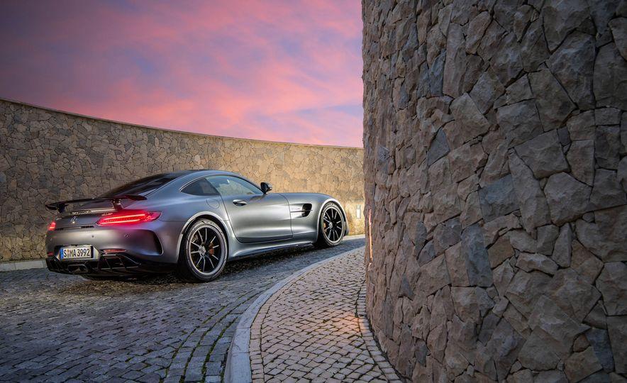 2018 Mercedes-AMG GT R - Slide 10