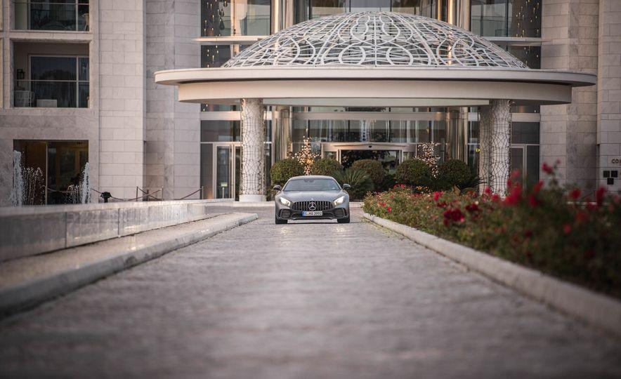 2018 Mercedes-AMG GT R - Slide 11