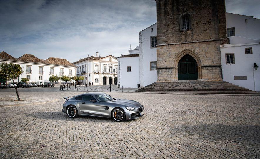 2018 Mercedes-AMG GT R - Slide 16