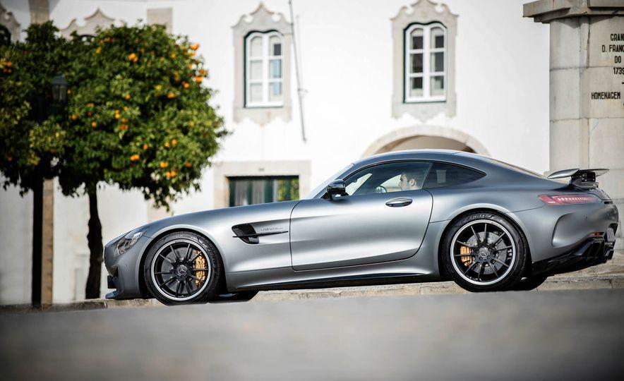 2018 Mercedes-AMG GT R - Slide 21