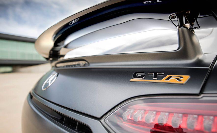 2018 Mercedes-AMG GT R - Slide 28
