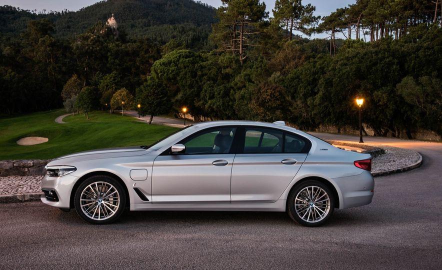 2018 BMW 530e iPerformance - Slide 10