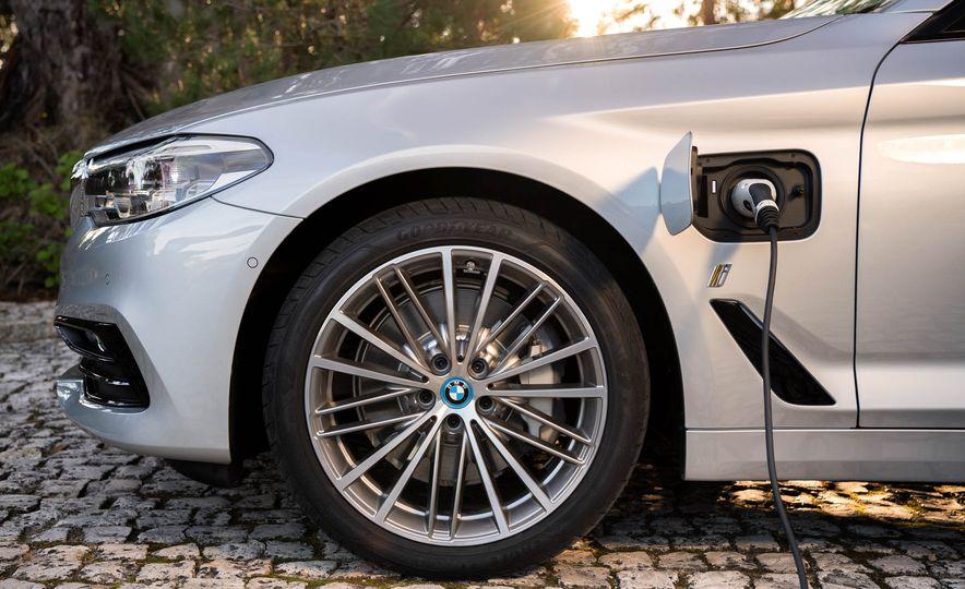 2018 BMW 530e iPerformance - Slide 13