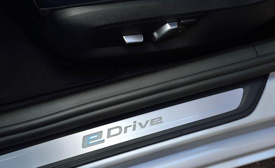 2018 BMW 530e iPerformance - Slide 18