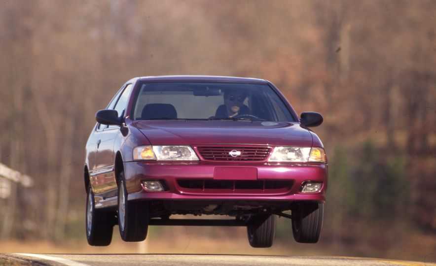 Sweet Jumps: Here Are a Bunch of Pictures of Cars Flying through the Air - Slide 15
