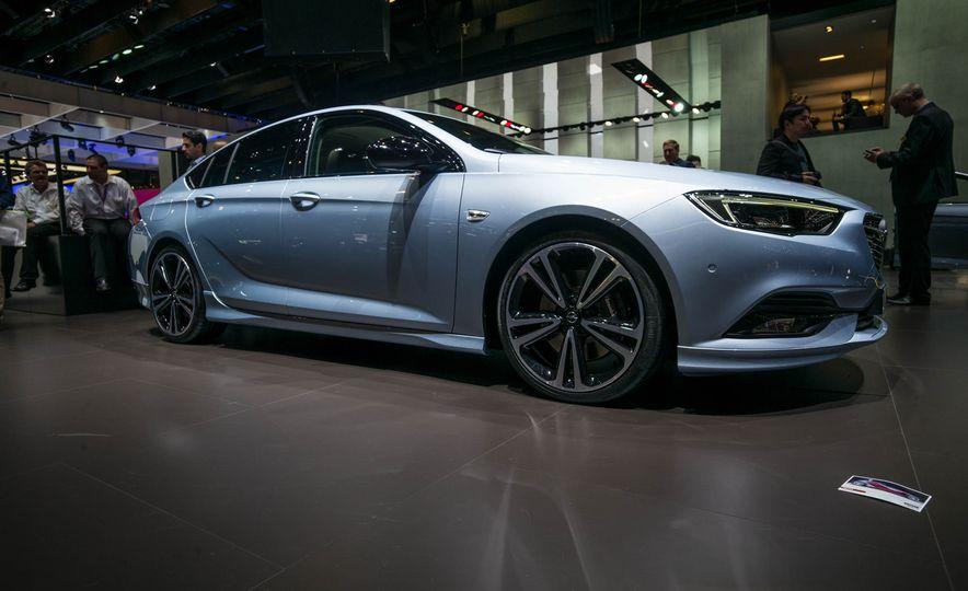 Opel Insignia Grand Sport (Euro-spec) - Slide 4