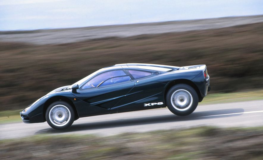 Sweet Jumps: Here Are a Bunch of Pictures of Cars Flying through the Air - Slide 14