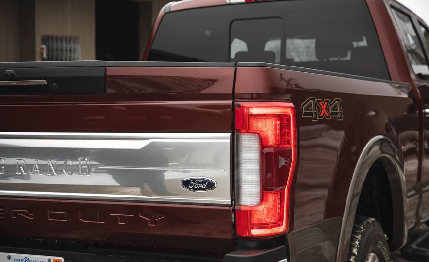 2017 Ford F-350 Super Duty King Ranch - Slide 22