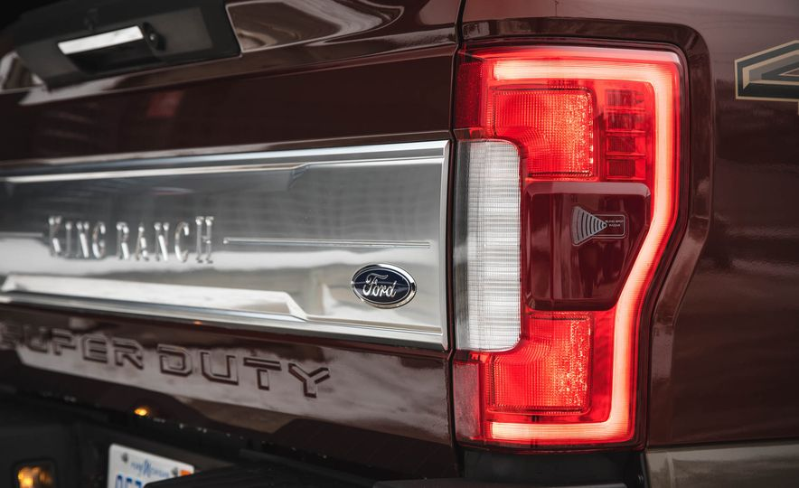 2017 Ford F-350 Super Duty King Ranch - Slide 23
