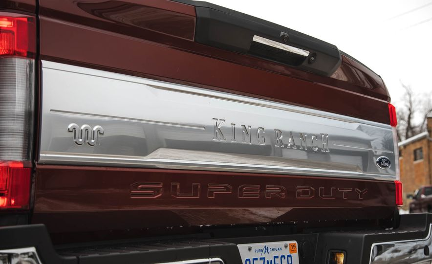 2017 Ford F-350 Super Duty King Ranch - Slide 24