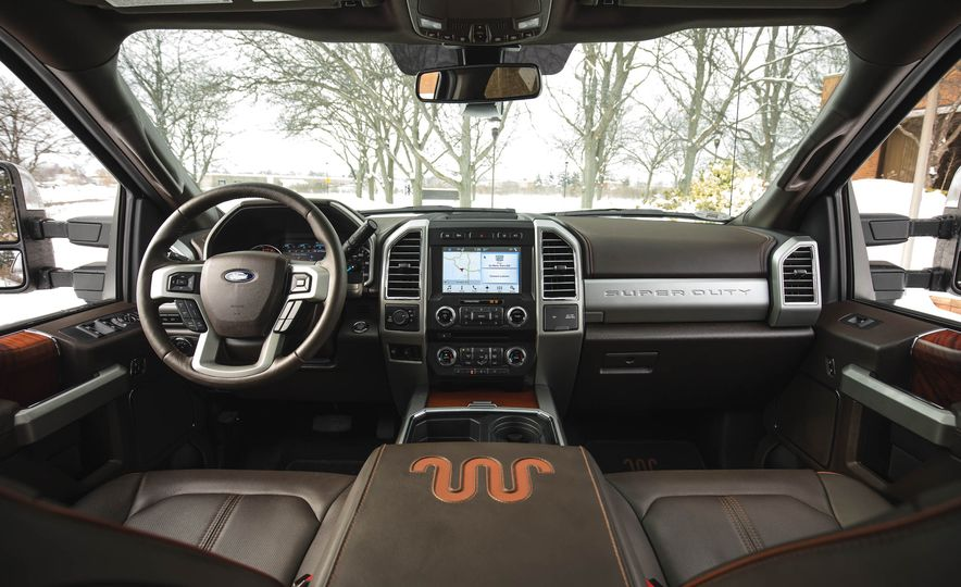 2017 Ford F-350 Super Duty King Ranch - Slide 28