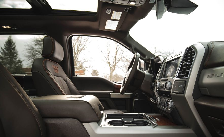 2017 Ford F-350 Super Duty King Ranch - Slide 31