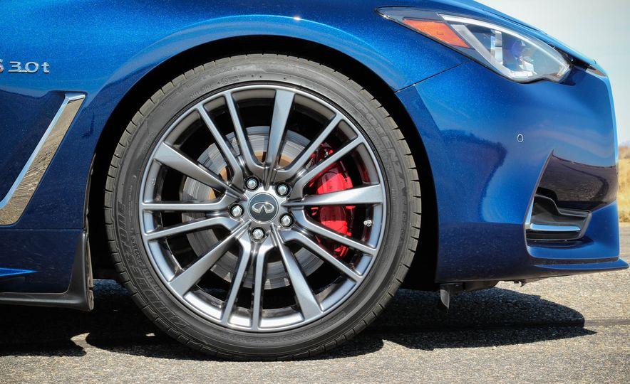 2017 Infiniti Q60 Red Sport 400 - Slide 33