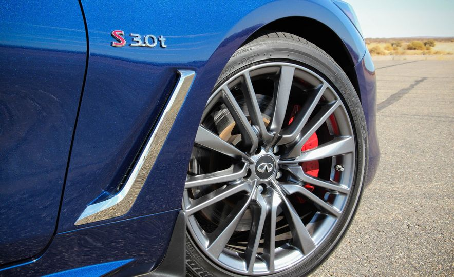 2017 Infiniti Q60 Red Sport 400 - Slide 36