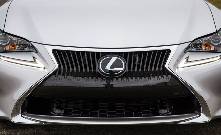 2017 Lexus RC 200t - Slide 15