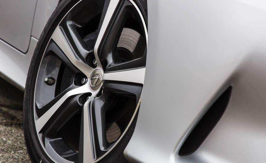 2017 Lexus RC 200t - Slide 19