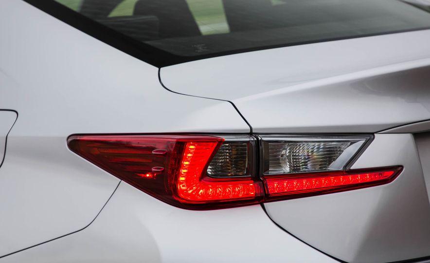 2017 Lexus RC 200t - Slide 21