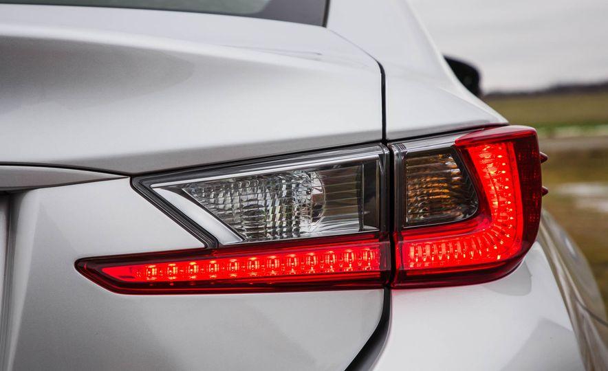 2017 Lexus RC 200t - Slide 22