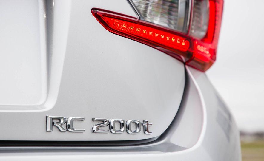 2017 Lexus RC 200t - Slide 23