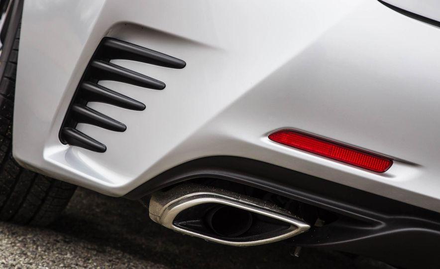 2017 Lexus RC 200t - Slide 24