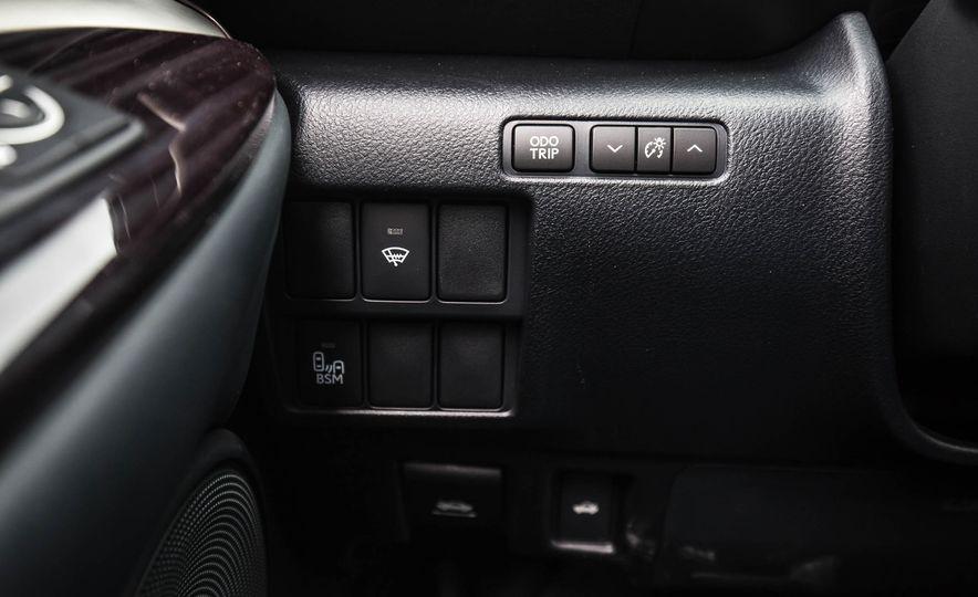 2017 Lexus RC 200t - Slide 32