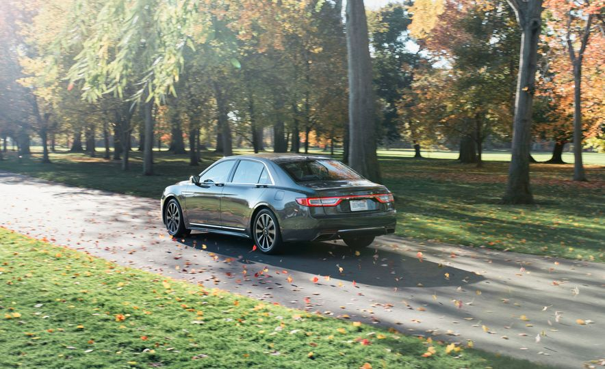 2017 Lincoln Continental 3.0T AWD - Slide 2