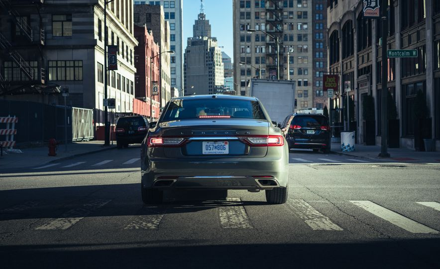 2017 Lincoln Continental 3.0T AWD - Slide 7
