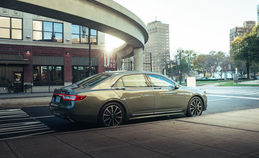 2017 Lincoln Continental 3.0T AWD - Slide 9