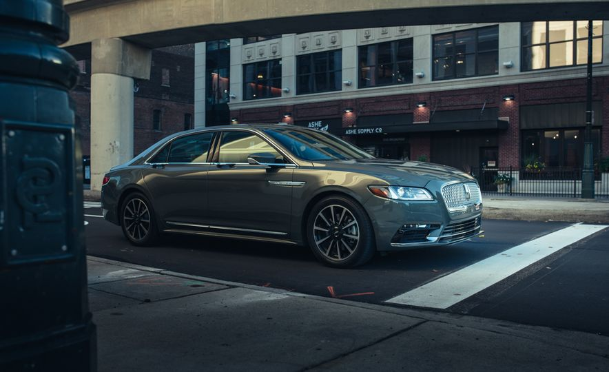 2017 Lincoln Continental 3.0T AWD - Slide 10