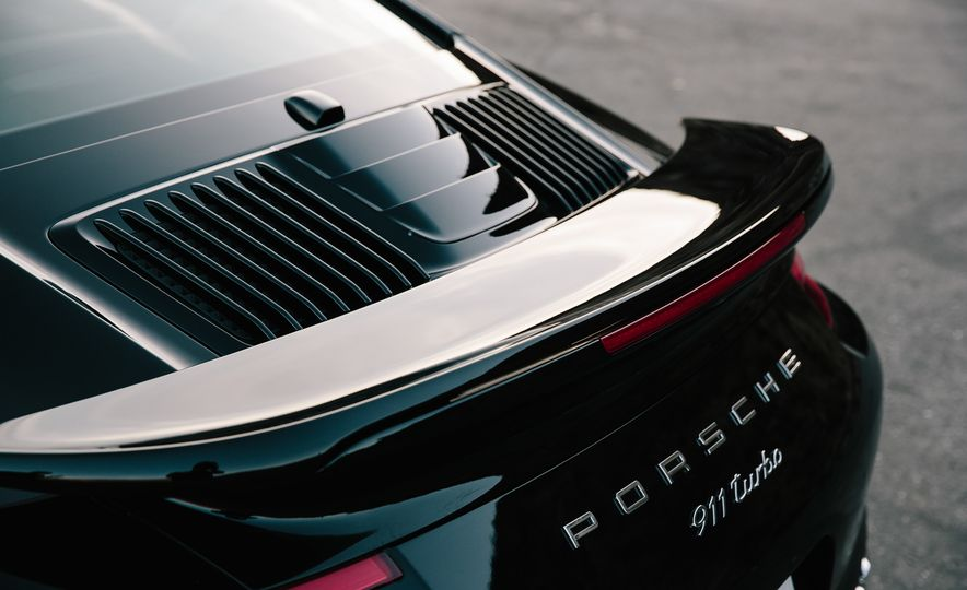 2017 Porsche 911 Turbo - Slide 16