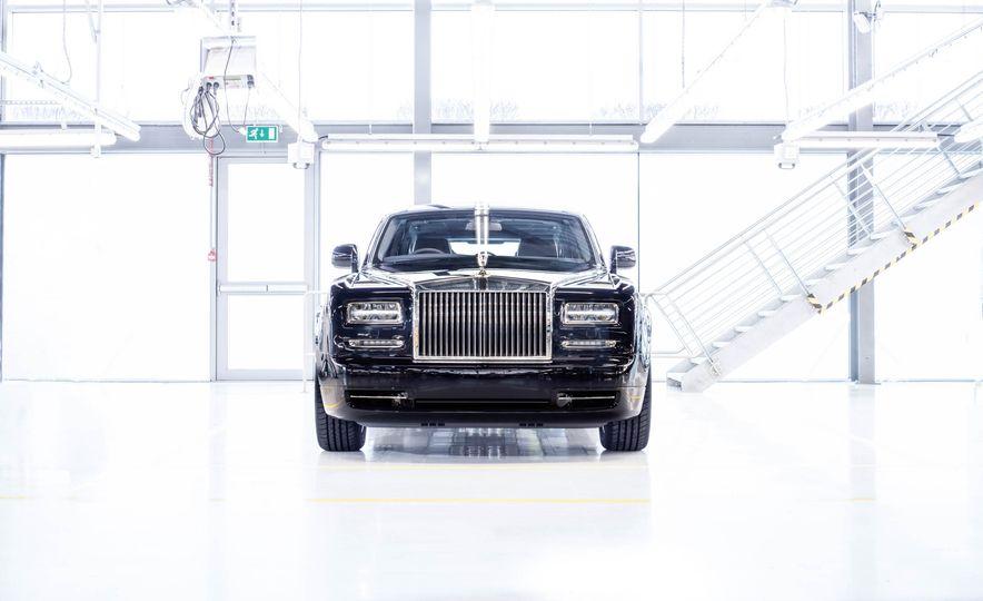 2016 Rolls Royce Phantom - Slide 1
