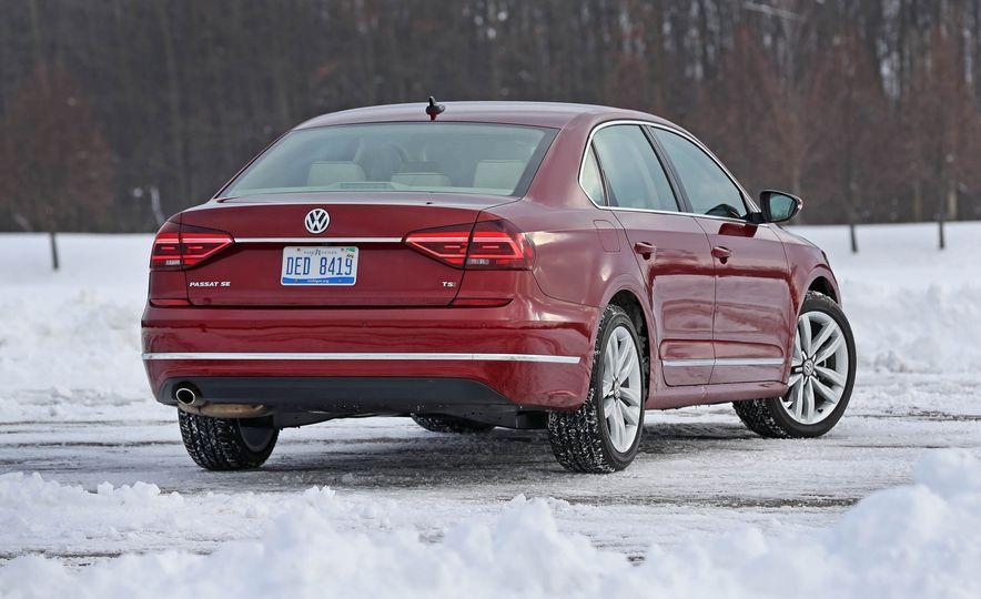 2017 Volkswagen Passat SE - Slide 16