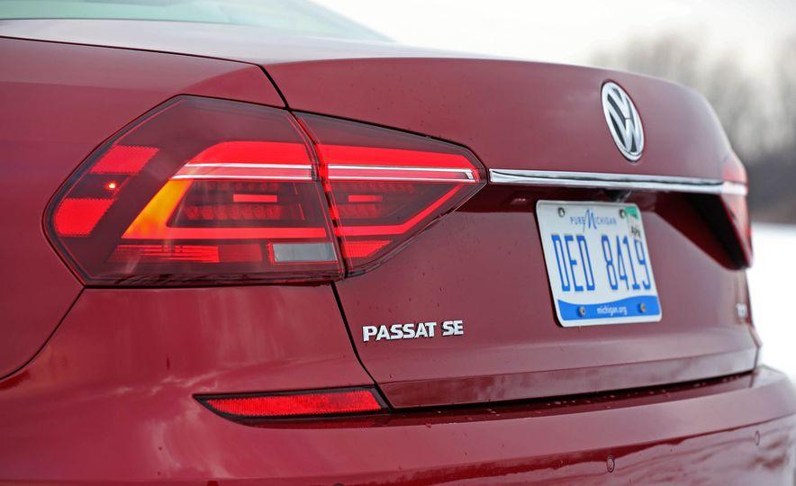 2017 Volkswagen Passat SE - Slide 17